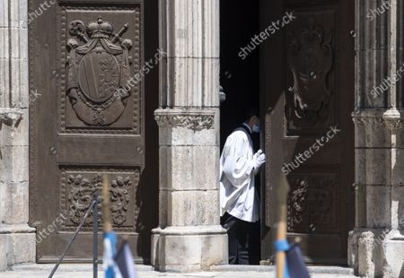 A door of the cathedral gets opend after a requiem for the deceased cleric Georg Ratzinger in Regensburg, Germany, 08 July 2020. Ratzinger, brother of Pope Emeritus Benedict XVI, has died aged 96 in Regensburg on 01 July 2020.