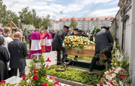 The coffin of deceased cleric Georg Ratzinger at the catholic cemetery in Regensburg, Germany, 08 July 2020. Ratzinger, brother of Pope Emeritus Benedict XVI, has died aged 96 in Regensburg on 01 July 2020.