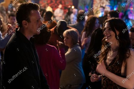 Jason Segel as Peter and Eve Lindley as Simone