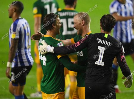 Jayden Stockley of Preston North End (centre) celebrates Brad Potts and Declan Rudd at full time