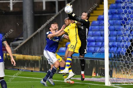 Birmingham City goalkeeper Lee Camp (1) makes an important save during the EFL Sky Bet Championship match between Birmingham City and Swansea City at the Trillion Trophy Stadium, Birmingham