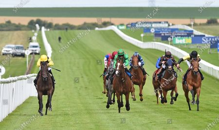 (L) Country (James Doyle) wins The bet365 Handicap Stakes from (C) Frontispiece (Ryan Moore).