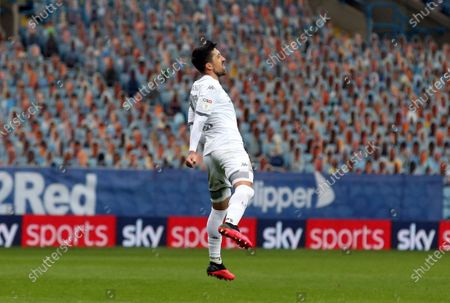 Pablo Hernandez celebrates scoring Leeds 4th Goal