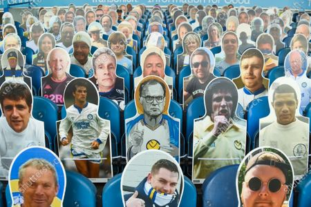 Manager Marcelo Bielsa of Leeds United and the Leeds United Legends including Gary Speed and David Batty take their place in the stands alongside the fans