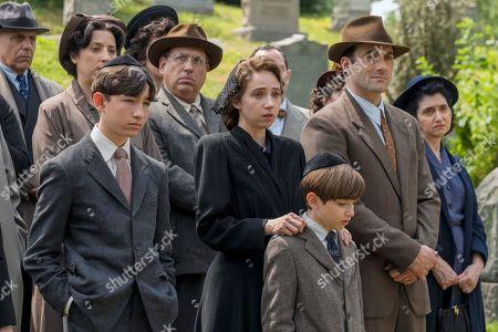 Caleb Malis as Sandy Levin, Zoe Kazan as Elizabeth 'Bess' Levin, Azhy Robertson as Phillip Levin and Morgan Spector as Herman Levin