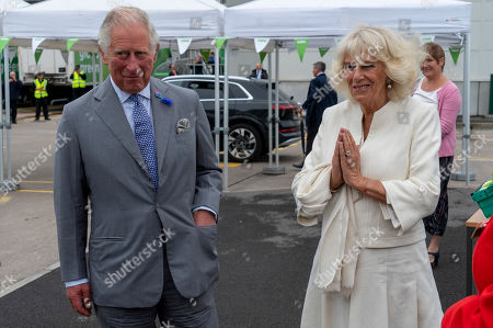 Image libre de droits de Prince Charles, President of Business in the Community, and Camilla Duchess of Cornwall visited an Asda Distribution Centre to thank staff who have kept the countrys vital food supplies moving throughout the coronavirus pandemic.