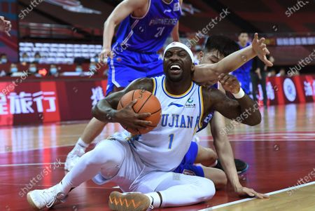 Ty Lawson (bottom) of Fujian Sturgeons vies for the ball during a match between Fujian Sturgeons and Tianjin Pioneers at the 2019-2020 Chinese Basketball Association (CBA) league in Qingdao, east China's Shandong Province, July 9, 2020.