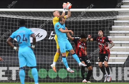 Aaron Ramsdale (C-L) of Bournemouth in action against Harry Kane (C-R) of Tottenham during the English Premier League match between AFC Bournemouth and Tottenham Hotspur in Bournemouth, Britain, 09 July 2020.