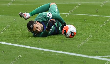 Goalkeeper Hugo Lloris of Tottenham eyes the ball during the English Premier League match between AFC Bournemouth and Tottenham Hotspur in Bournemouth, Britain, 09 July 2020.