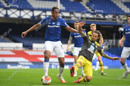 Yerry Mina (L) of Everton in action against Danny Ings (R) of Southampton during the English Premier League match between Everton and Southampton in Liverpool, Britain, 09 July 2020.