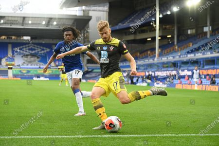 Alex Iwobi (L) of Everton in action against Stuart Armstrong (R) of Southampton during the English Premier League match between Everton and Southampton in Liverpool, Britain, 09 July 2020.