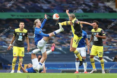 Tom Davies (L) of Everton in action against Oriol Romeu (R) of Southampton during the English Premier League match between Everton and Southampton in Liverpool, Britain, 09 July 2020.
