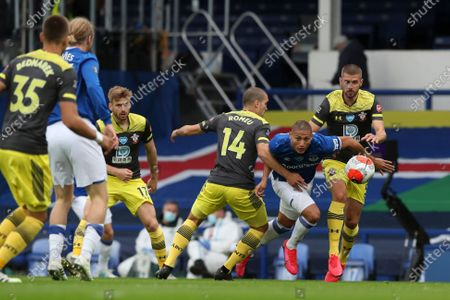Richarlison (2R) of Everton in action against Jack Stephens of Southampton during the English Premier League match between Everton and Southampton in Liverpool, Britain, 09 July 2020.