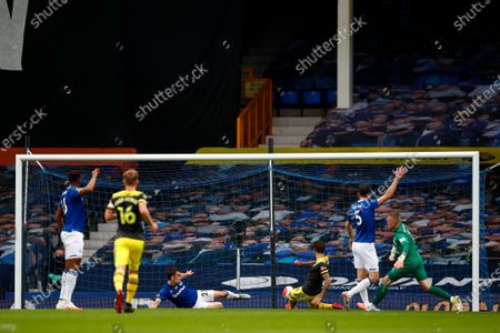 Danny Ings of Southampton scores a goal during the English Premier League match between Everton and Southampton in Liverpool, Britain, 09 July 2020.