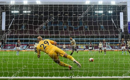 Bruno Fernandes (R) of Manchester United scores the opening goal against Aston Villa's goalkepeer Pepe Reina (L) from the penalty spot during the English Premier League match between Aston Villa and Manchester United in Birmingham, Britain, 09 July 2020.