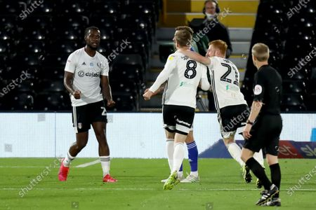 Craven Cottage, London, England; Joshua Onomah of Fulham celebrates his goal with team mates for 2; English Championship Football, Fulham versus Cardiff City.