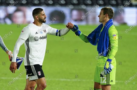 Aleksander Mitrovic of Fulham is congratulated by Goalkeeper Alex Smithies of Cardiff City at full time