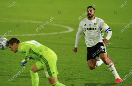 Aleksander Mitrovic of Fulham presses Goalkeeper Alex Smithies of Cardiff City