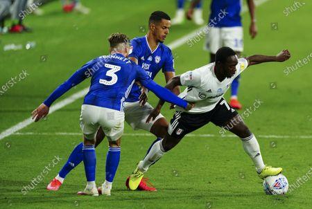 Neeskens Kebano of Fulham turns inside two Cardiff opponents