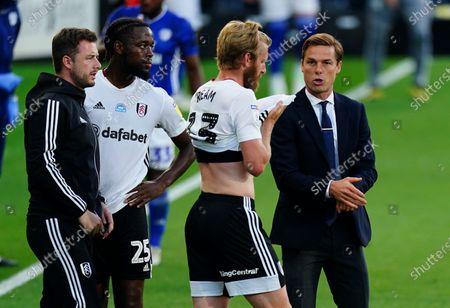 Fulham Manager Scott Parker talks to Tim Ream during the first half drinks break