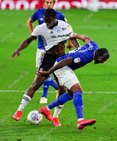 Josh Onomah of Fulham grapples with Nathaniel Mendez-Laing of Cardiff City