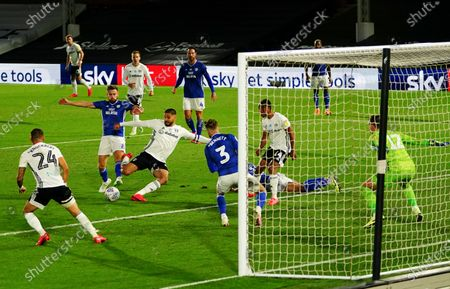 Fulham had a penalty shout waved away for this challenge on Aleksander Mitrovic of Fulham