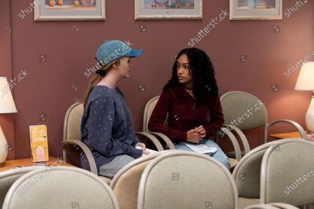 Jade Pettyjohn as Lexie Richardson and Lexi Underwood as Pearl Warren