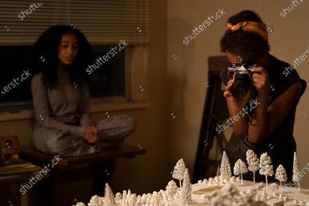Lexi Underwood as Pearl Warren and Kerry Washington as Mia Warren