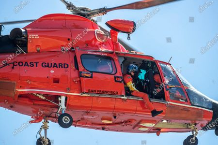 US Coast Guard helicopter crew searchers the shoreline at Lake Piru for missing actress Naya Rivera on Thursday, July 9, 2020 in Lake Piru, CA. (Brian van der Brug / Los Angeles Times)