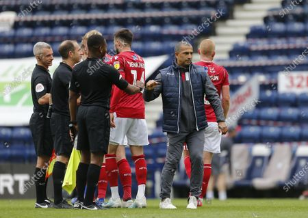 Deepdale Stadium, Preston, Lancashire, England; Nottingham Forest manager Sabri Lamouchi and his players thank referee Jeremy Simpson and his assistants at the end of the game Strictly; English Championship Football, Preston North End versus Nottingham Forest.