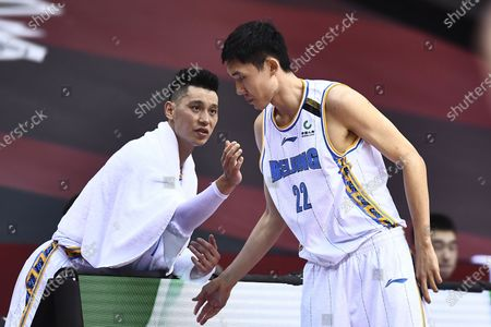 Jeremy Lin (L) of Beijing Ducks talks with teammate Zhang Zhuo during a match between Beijing Ducks and Jilin Northeast Tigers at the 2019-2020 Chinese Basketball Association (CBA) league in Qingdao, east China's Shandong Province, July 10, 2020.
