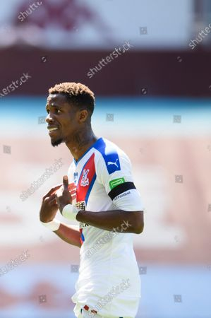 Illustration libre de droits de Wilfried Zaha of Crystal Palace reacts during the game.