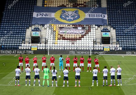 The players take part in a minutes applauds in honour of Jack Charlton