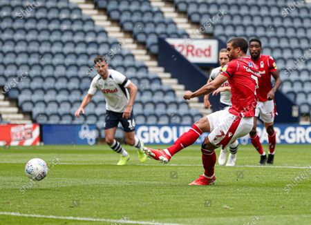 Lewis Grabban of Nottingham Forest scores the 1st goal