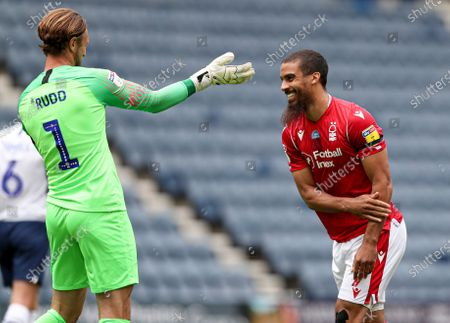 Lewis Grabban of Nottingham Forest celebrates scoring the 1st goal and taunts Declan Rudd of Preston North End