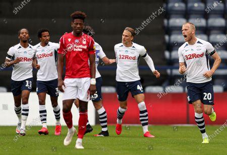 Jayden Stockley of Preston North End celebrates scoring to make it 1-1