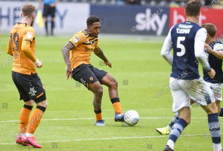 Mallik Wilks of Hull City shoots at goal