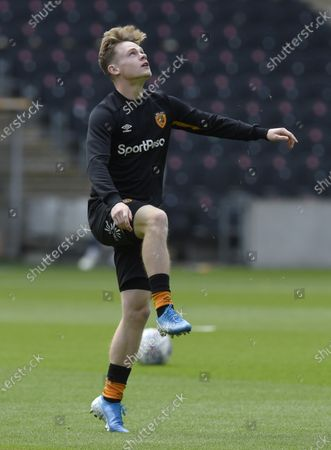 Keane Lewis-Potter of Hull City warms up