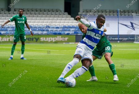 Bright Osayi-Samuel of QPR plays the ball around Barry Bannan of Sheffield Wednesday