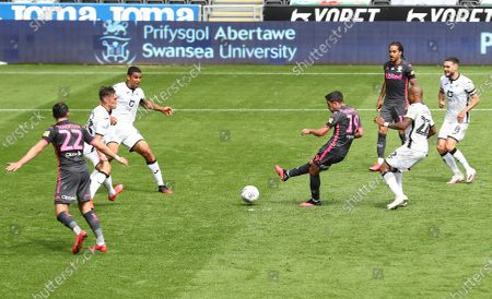 Pablo Hernandez of Leeds United scores a goal to make the score 0-1