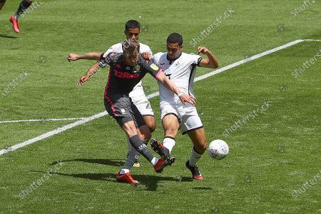 Patrick Bamford of Leeds United has a shot on goal