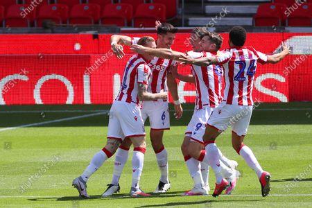 Illustration libre de droits de Stoke City players celebrate the opening goal scored by Danny Batth