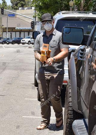 Illustration libre de droits de Jack Osbourne is seen going out for coffee