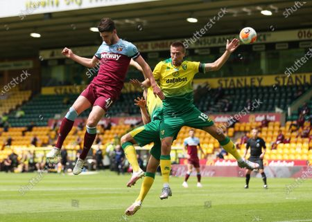 Marco Stiepermann (R) of Norwich in action against Declan Rice of West Ham during the English Premier League match between Norwich City and West Ham United in Norwich, Britain, 11 July 2020.