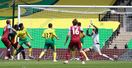 Michail Antonio (3L) of West Ham scores the opening goal during the English Premier League match between Norwich City and West Ham United in Norwich, Britain, 11 July 2020.