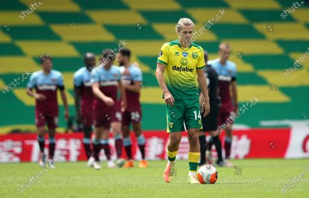 Image libre de droits de A dejected Todd Cantwell of Norwich after West Ham scored their fourth goal during the English Premier League match between Norwich City and West Ham United in Norwich, Britain, 11 July 2020.