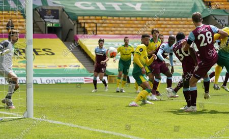 Michail Antonio of West Ham scores the opening goal during the English Premier League match between Norwich City and West Ham United in Norwich, Britain, 11 July 2020.