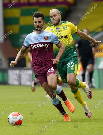 Teemu Puuki (R) of Norwich in action against Ryan Fredericks of West Ham during the English Premier League match between Norwich City and West Ham United in Norwich, Britain, 11 July 2020.