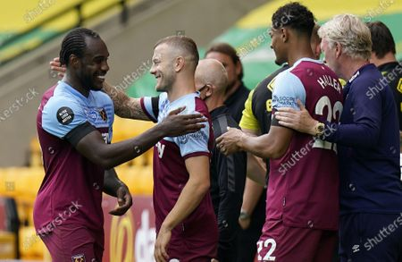 Four-time goal scorer Michail Antonio (L) of West Ham is taken off the pitch and congratulated by Jack Wilshere who comes on during the English Premier League match between Norwich City and West Ham United in Norwich, Britain, 11 July 2020.