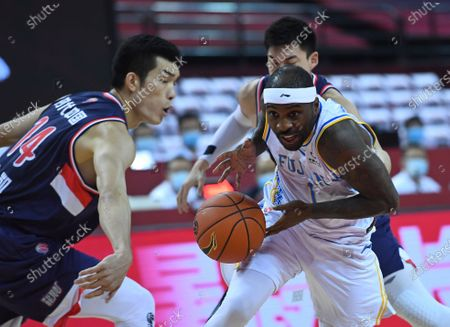 Ty Lawson (R) of Fujian Sturgeons drives the ball during a match between Fujian Sturgeons and Guangzhou Loong Lions at the 2019-2020 Chinese Basketball Association (CBA) league in Qingdao, east China's Shandong Province, July 11, 2020.